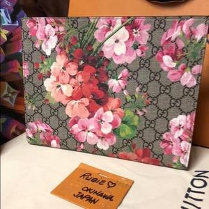 BNIB GG PINK BLOOMS TOILETRY POUCH